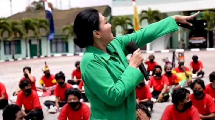 Keceriaan dan Tangis Haru Saat Istri KSAD Kunjungi Pusdik Kowad