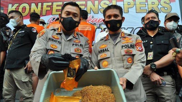 Home Industri Tembakau Gorila di Bogor Dibongkar Polisi, Tiga Peracik Diamankan