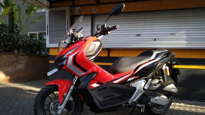 Skutik Honda ADV150 yang akan dites performanya di kegiatan touring 'World Premiere Riding Experience' oleh AHM bersama media di Bali, Jumat (9/8/2019)