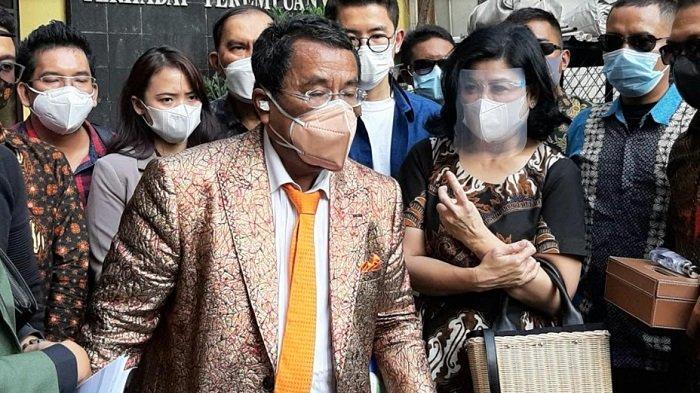 Desiree Tarigan didampingi Hotman Paris, pengacaranya, saat dijumpai Komisi Nasional Anti Kekerasan Terhadap Perempuan, di Jalan Latuharhari, Menteng, Jakarta Pusat, Kamis (8/4/2021).