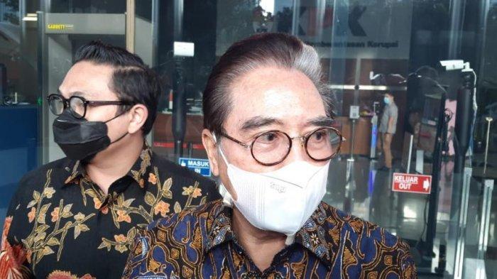 Pengacara Hotma Sitompul diperiksa penyidik KPK sebagai saksi dalam perkara dugaan suap bansos Covid-19 di Kemensos, Gedung Merah Putih KPK, Jakarta Selatan, Jumat (19/2/2021).