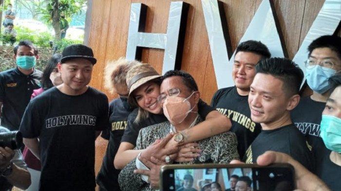 Nikita Mirzani dan Hotman Paris saat jumpa pers di The Breeze BSD City, Tangerang, Jumat (7/5/2021) siang.