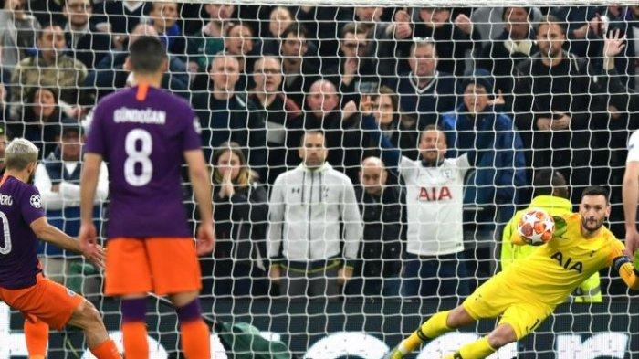 Kiper Tottenham Hotspur, Hugo Lloris, membaca sempurna arah penalti striker Manchester City, Sergio Aguero dalam laga leg pertama perempat final Liga Champions, Rabu (10/4/2019) di Stadion Tottenham Hotspur, London.