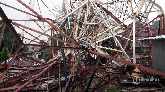 hujan-deras-dan-angin-robohkan-menara-pemancar-radio-di-jakarta_20191222_183427.jpg