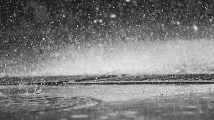 Ilustrasi hujan - Simak peringatan dini BMKG Tahun Baru Imlek besok Sabtu, 25 Januari 2020. Waspada cuaca ekstrem di sejumlah wilayah.