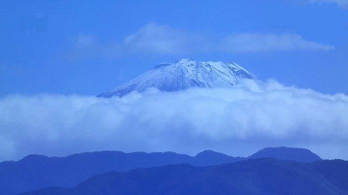 Musim Gugur 2021 di Jepang Diwarnai Hujan Salju di Gunung Fuji