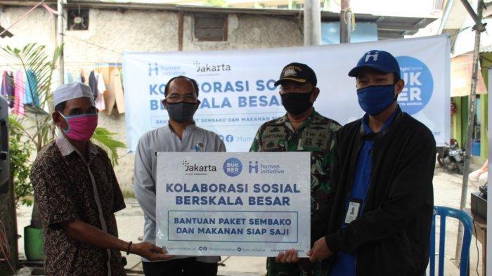 KSBB, Human Initiative Salurkan Bantuan Paket Sembako dan Makanan Siap Saji Untuk Warga Cilincing