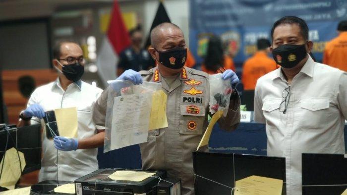 Humas Polda Metro Jaya, Kombes Pol Yusri Yunus di Mapolda Metro Jaya, Jakarta, Senin (25/1/2021) saat rilis kasus pemalsuan surat bebas Covid-19.