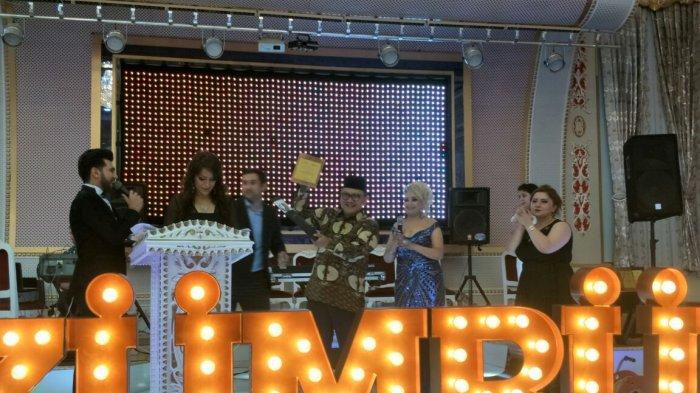 Husnan Bey Fananie Terima Penghargaan Duta Besar Sahabat Utama Pers Azerbaijan