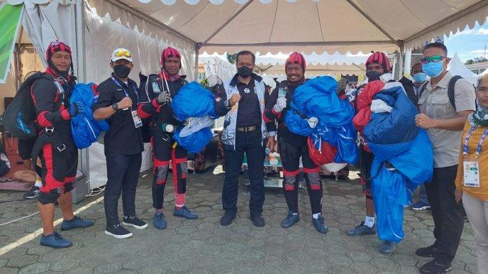 Panglima Kodam XVIII/Kasuari Beri Semangat Atlet Terjun Payung Papua Barat