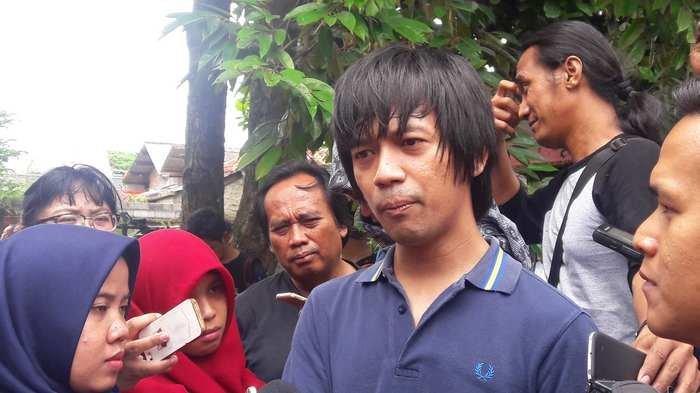 Istri Denny Sakrie sebut anaknya diminta Rian D'Masiv ke kamar hotel beberapa kali selama lima bulan.