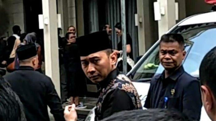 Tak Hanya Artis, Ibas Yudhoyono Hingga Ruhut Sitompul Melayat Ashraf Sinclair