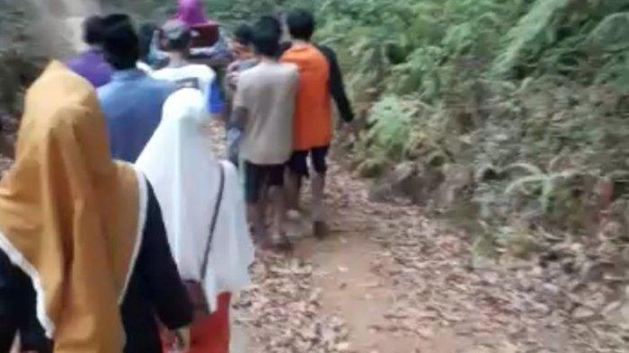 Jalan Rusak dan Terpaksa Ditandu Sejauh 7 Km, Bayi dalam Kandungan Seorang Ibu Tewas di Perjalanan