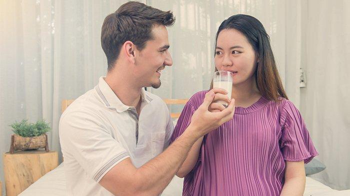 Pemenuhan nutrisi masa kehamilan tak hanya menjadi perhatian calon ibu saja, namun juga calon ayah.