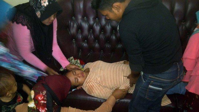 Seorang Ibu Muda Pingsan Saat Antre Urus e-KTP di Ruang Tunggu Disdukcapil Abdya