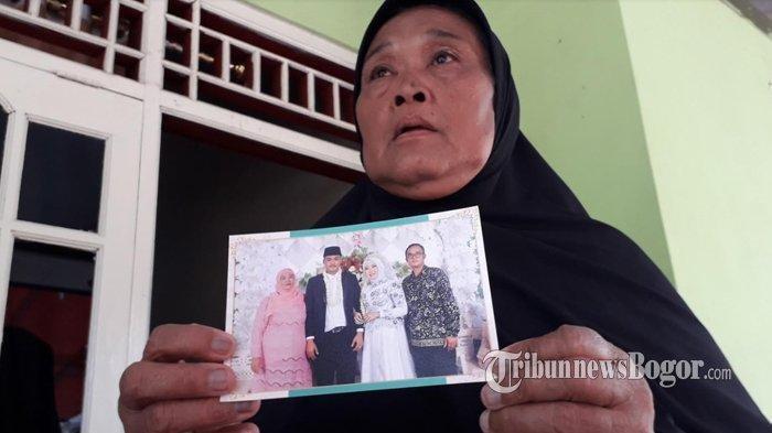 Ibunda sopir bus yang mengalami kecelakaan maut di Ciater, Subang, Risa (63) meminta maaf kepada semua penumpang bus pariwisata yang jadi korban dalam kecelakaan tersebut.