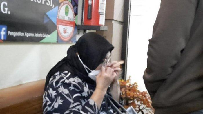 Saksi Sidang Cerai Nindy Ayunda, Ibunya Hapus Air Mata, Tak Ingin Orang Lain Melihatnya Menangis