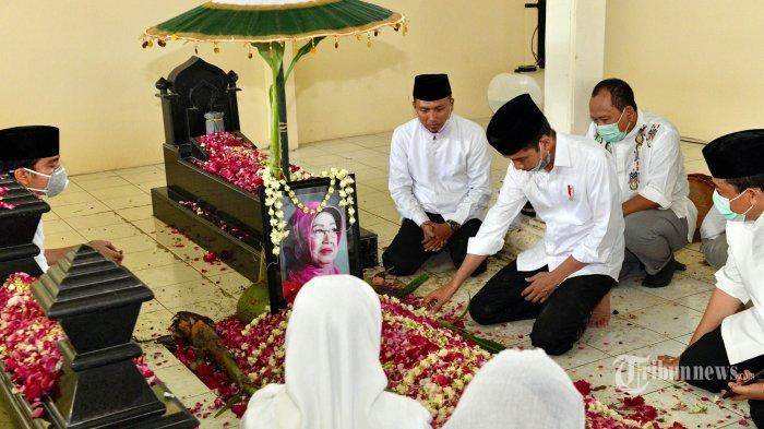 Presiden Jokowi Antar Jenazah Almarhumah Ibunda ke Tempat Peristirahatan Terakhir