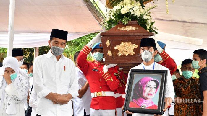 Juru Kunci Makam Mundu Ungkap Detik-detik Pemakaman Ibunda Jokowi, Presiden Adzan & Turun ke Liang