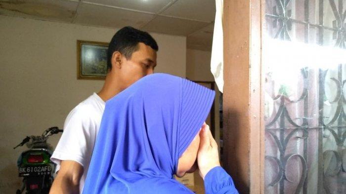 Tangis Ibu Tersangka Pembunuh Hakim PN Medan: Saya Tak Percaya, Bunuh Binatang Saja Pasti Tak Berani