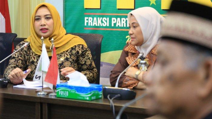 Ketua Fraksi Partai Kebangkitan Bangsa DPR RI, Hj. Ida Fauziyah dan anggota FKB, Nihayatul Wafiroh saat menerima aduan