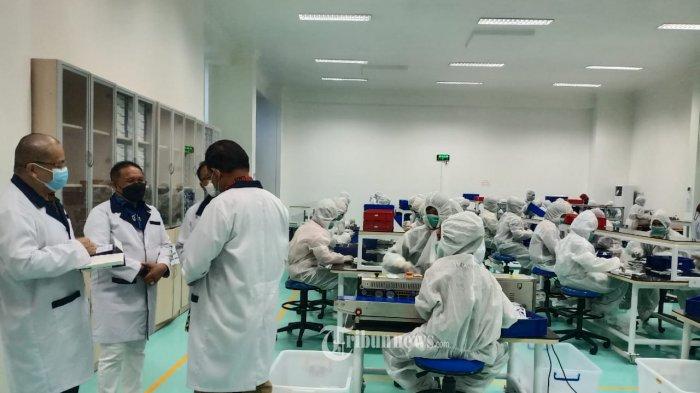 Ikatan Dokter Indonesia (IDI), Komisi IX DPR-RI dan Kepala Dinas Kesehatan Kota Jakarta Barat melakukan kunjungan kerja ke PT Taishan Alkes Indonesia yang merupakan produsen alat rapid tes dan swab antigen dalam negeri yang bertempat di Jakarta pada Jum'at (12/03/2021).