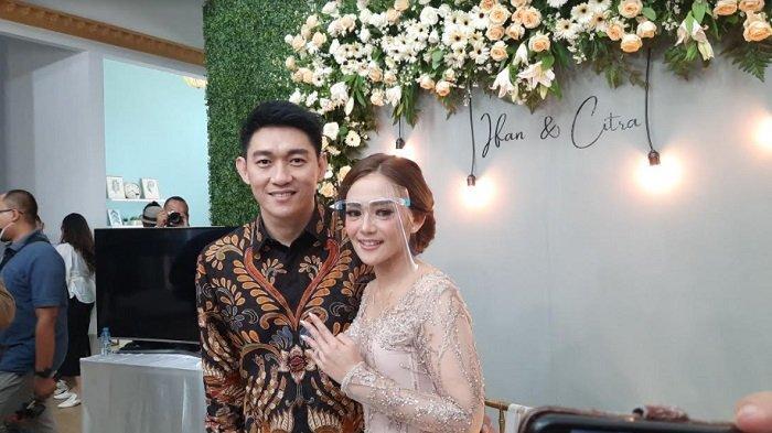 Ifan Seventeen dan Citra Monica usai menggelar acara lamaran di kawasan Tebet Jakarta Selatan, Selasa (6/4/2021).