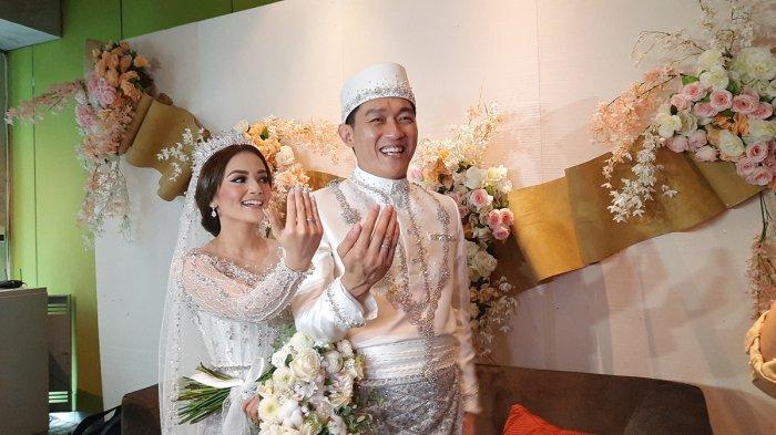 Citra Monica dan Ifan Seventeen usai melangsungkan acara pernikahan di Pullman Hotel, Jakarta Barat, Sabtu (29/5/2021).