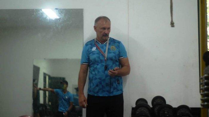 Igor Nikolayevich Kriushenko saat memimpin latihan gym di Lapangan Pusdikzi, Bogor Tengah