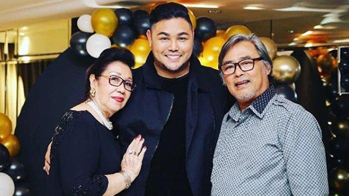 Ivan Gunawan bersama sang ayah Bambang Cahyo Gunawan. Ayah presenter dan desainer kondang ini meninggal dunia pada Minggu (12/7/2020) malam.