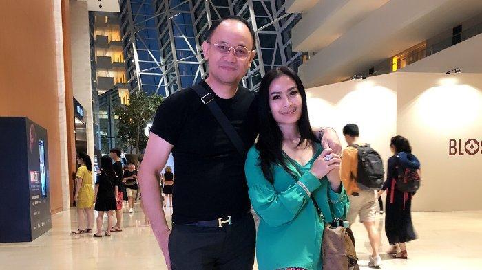 Iis Dahlia dan sang suami Satrio Dewandono