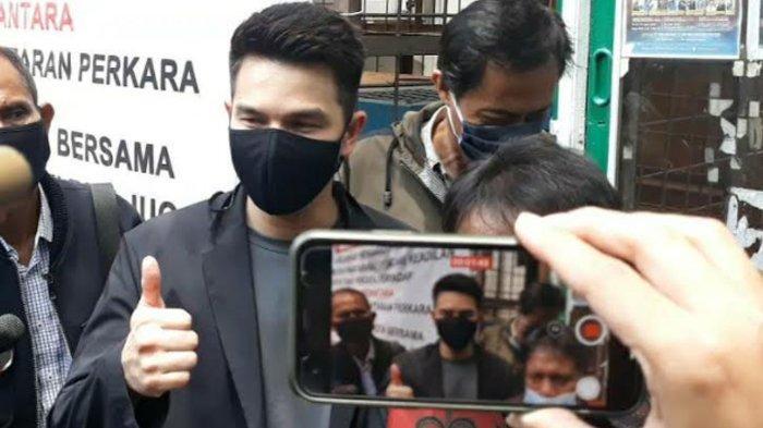 Jonathan Frizzy usai persidangan di PA Jakarta Selatan