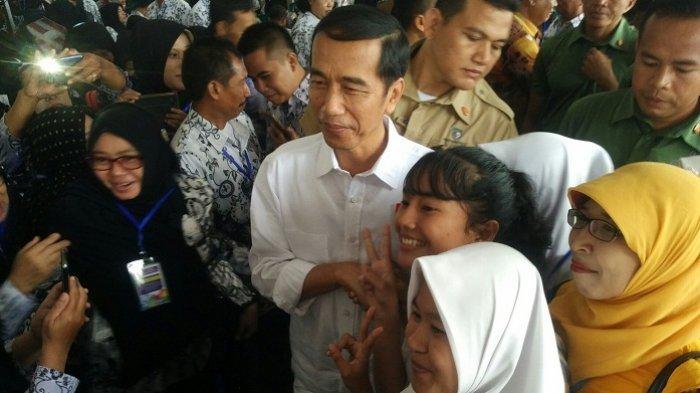 Disinggung Cawapresnya, Begini Kata Jokowi di Sela-Sela Kunjungan di Banjarbaru