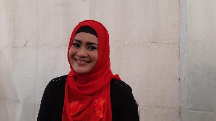 Ikke Nurjanah usai tampil di acara Musik Untuk Republik di kawasan Bumi Perkemahan Buperta Cibubut, Jakarta Timur, Jumat (18/10/2019).