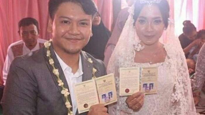 Ilham dan istrinya, Nadine.