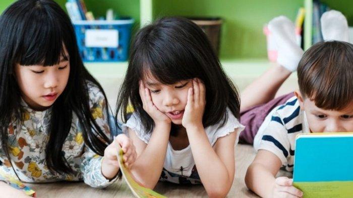Ilustrasi anak belajar di rumah