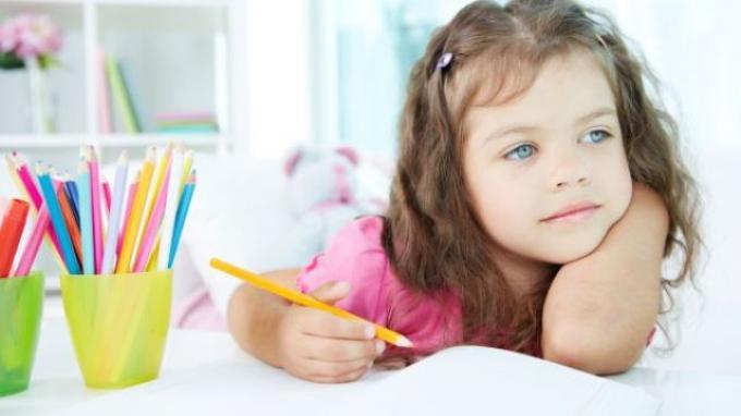 Anak Jadi Stres Saat Belajar di Rumah, Duh Gak Asyik Belajar Sama Mama, Papa, Emosian