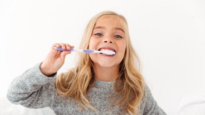 Ilustrasi sikat gigi secara teratur.