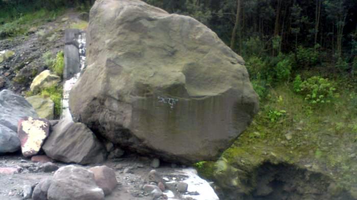 Desa Gunung Picung Bogor Ramai Dikunjungi Gara-gara Isu Seorang Ibu Kutuk  Anaknya Jadi Batu - Tribunnews.com Mobile