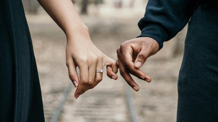 Cara Bergandengan Tangan Dengan Pasangan Bisa Ungkap Kedekatan Serta Makna Di Balik Hubungan Kalian Halaman All Tribunnews Com Mobile