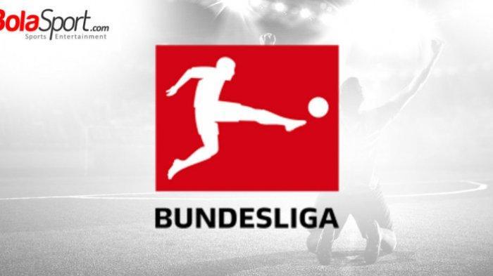 VIDEO - GOL Unik Sliding Tackel dari Tengah Lapangan Pemain Karlsruher Bungkam Leverkusen