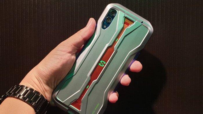 Ilustrasi Black Shark 2 Pro tampak belakang. Ponsel ini mulai menunjukkan keganasannya jika dilihat dari cangkangnya. Black Shark 2 Pro menganut desain seperti mobil balap F1