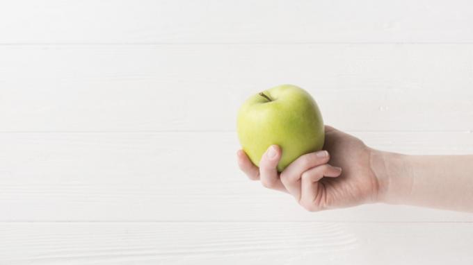 Ilustrasi buat kulit wajah sehat dan bercahaya dari masker apel hijau