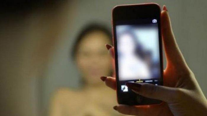 Sakit Hati Diputus Cinta, Remaja Ini Nekat Sebarkan Video Bugil Mantan Pacarnya di Media Sosial