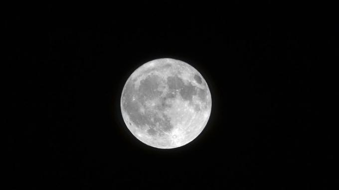 2 Studi Mengkonfirmasi Ada Air di Bulan