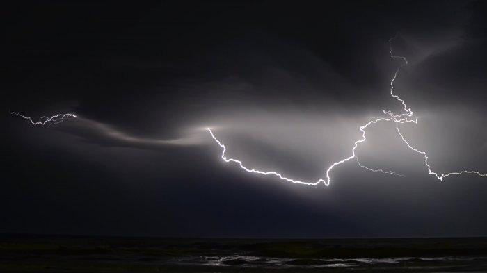 Peringatan Dini BMKG Sabtu 16 Januari 2021: Waspadai Cuaca Ekstrem di 25 Provinsi