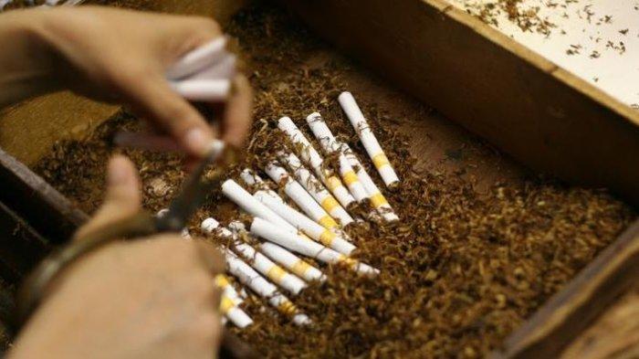 ILUSTRASI -Tarif cukai hasil tembakau atau cukai rokok akan naik mulai 1 Januari 2020. Rata-rata kenaikan cukai rokok sebesar 21,55 persen.