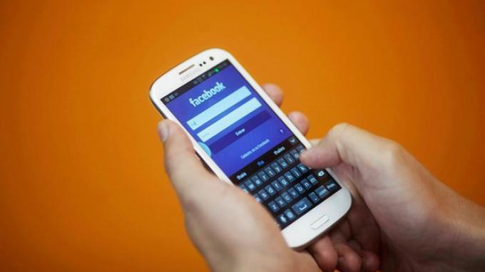 Facebook Coba Singkirkan Konten Berbahaya dari Pengguna Remaja