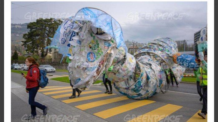 Ylki Dan Greenpeace Sesalkan Peluncuran Produk Air Minum Dalam Kemasan Galon Sekali Pakai Tribunnews Com Mobile