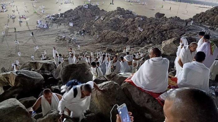 ILUSTRASI Ibadah Haji - Suasana di puncak Jabal Rahmah, Sabtu (10/8/2019) dini hari Waktu Arab Saudi. Ribuan jemaah haji dari berbagai negara incar posisi wukuf di Jabal Rahmah yang diyakini sebagai tempat bertemuanya Nabi Adam dan Hawa.